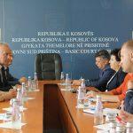 Kryetarja Bytyçi takon përfaqësues nga Policia e Kosovës