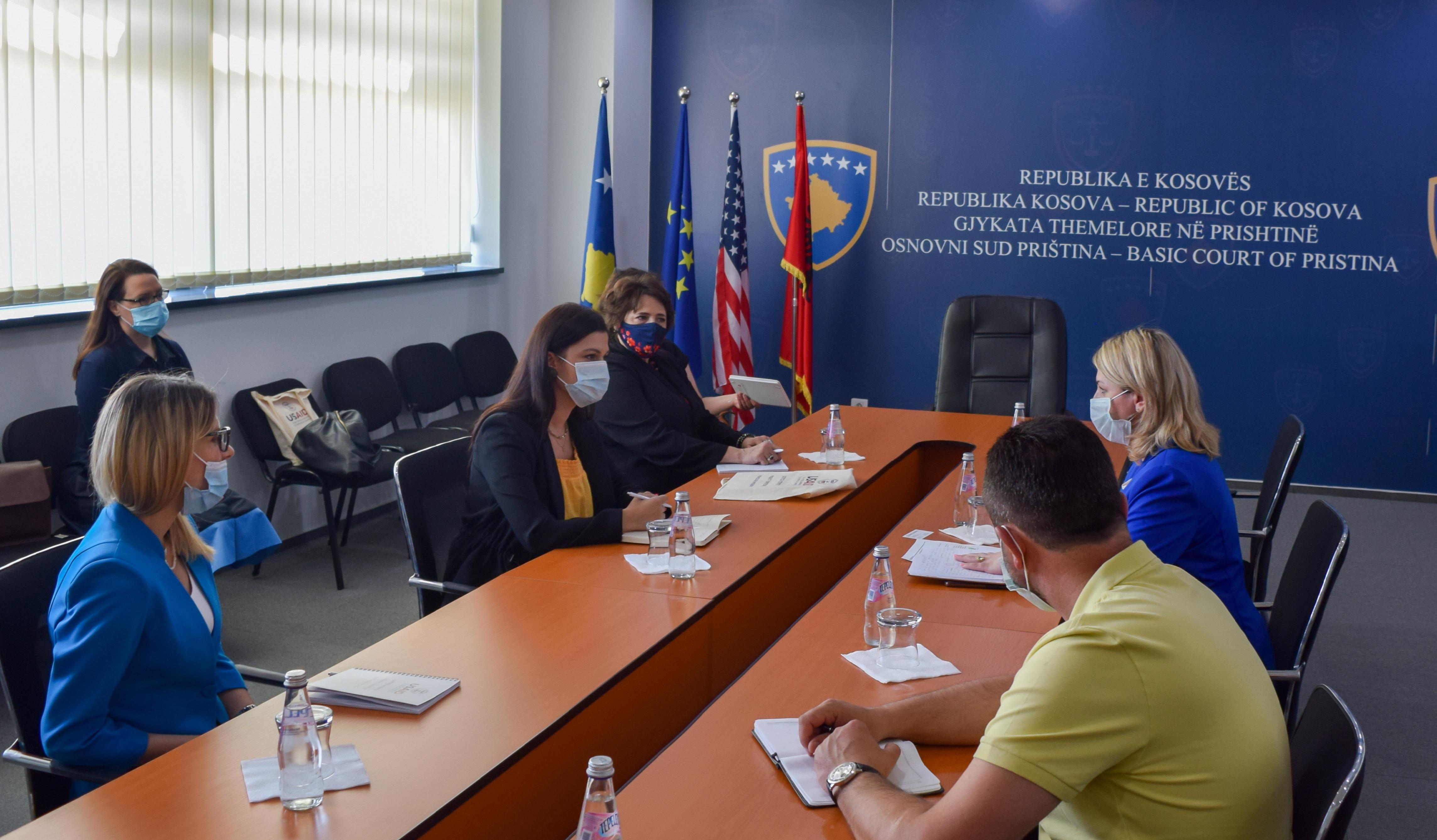 Kryetarja e Gjykatës Themelore në Prishtinë Albina Shabani Rama ka pritur në takim Geralyn Busnardo, Drejtoreshë e Projektit të Drejtësisë në Kosovë